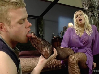 physical trainer worships sweaty milf feet part 2 Xxx  tube